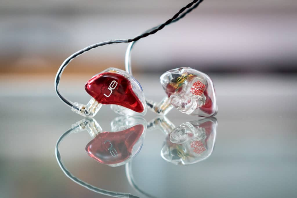 Customizable earbuds block out more sound than traditional earbuds.
